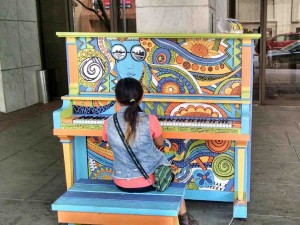 Izze tickles the ivories on the street in Lychburg